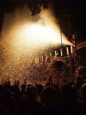 大宮五十鈴神社例祭の三国煙火(駒ケ根市)