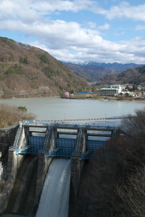 高遠ダム(伊那市高遠町)