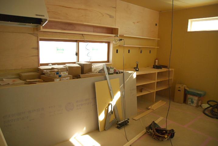[工事進捗] キッチン造作の完了と階段の設置 - 2011/12/28(水)