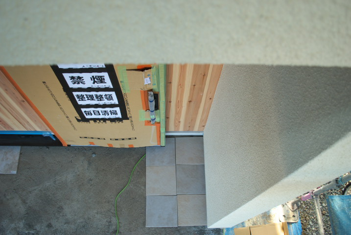 [工事進捗] リシン吹き付け完了と二階の手摺りなど - 2012/1/14(土)