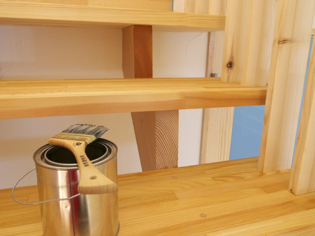 [施主施工27] メルドス(リボス)塗り → キッチンの棚や階段蹴込み - 2012/2/24(金)