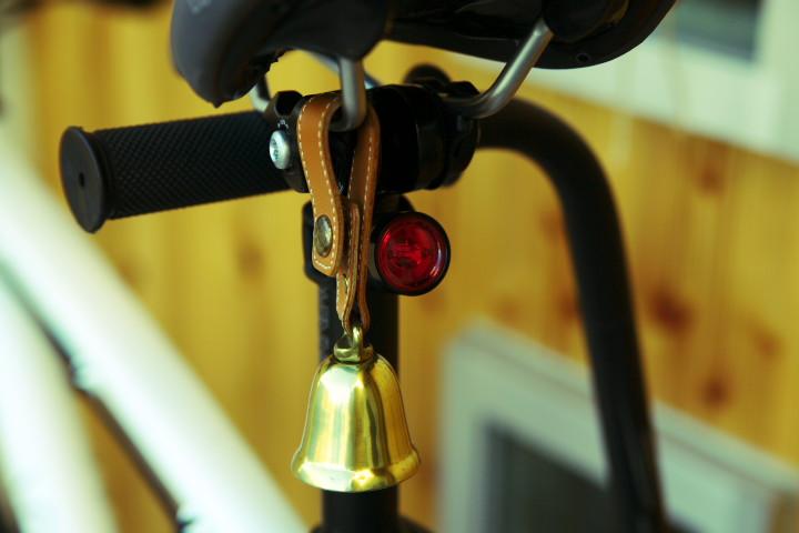 [自転車] ズボンクリップ(裾バンド)と気付きベル