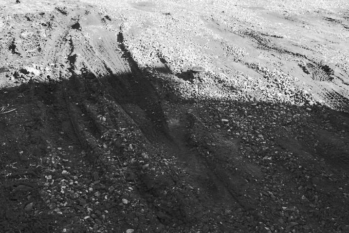 駐車場に砕石が敷設されたよ!(あっとホーム) - 2012/3/27(火)