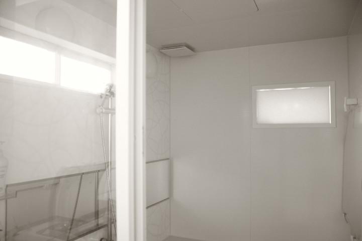 [防寒] 浴室の窓を塞ぐ