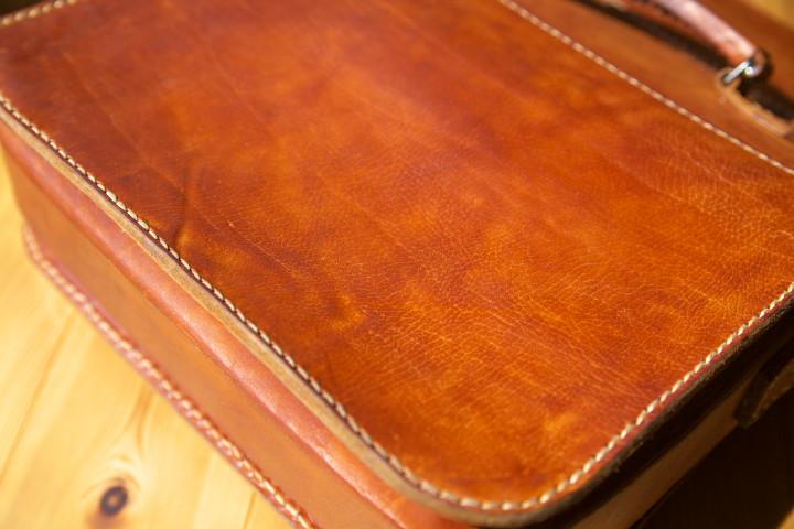 革の鞄(マルセロ・ハセ)